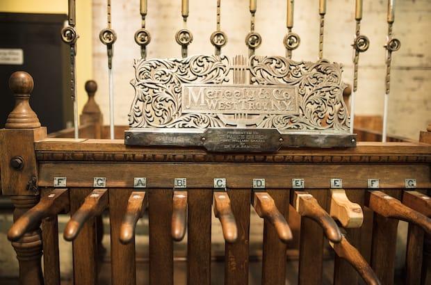 Bells in Thunder Bay church toll for Aleppo
